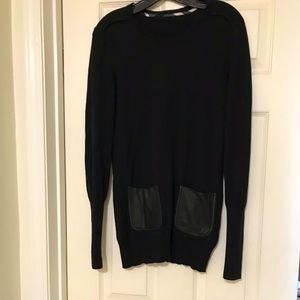 Authentic Burberry sweater with leather pockets